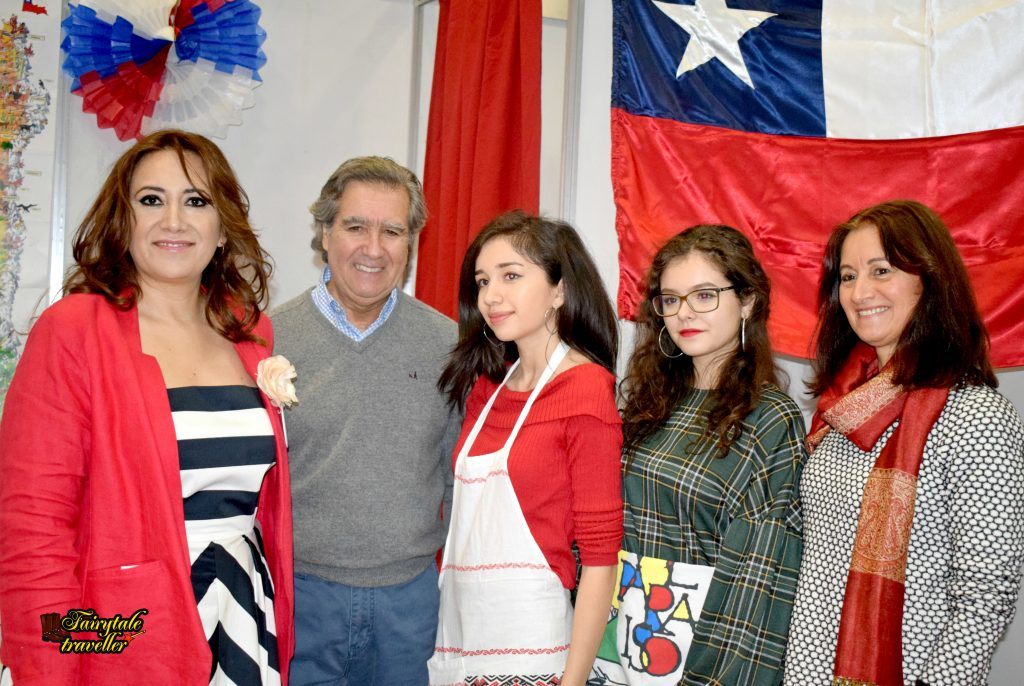 Ximena Reyes and the representatives of Chile